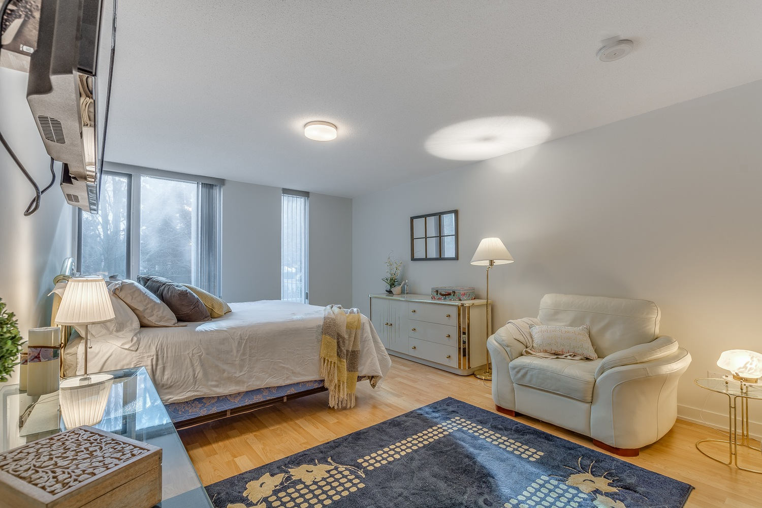 Listing Image of 7009 8080 Granville Avenue