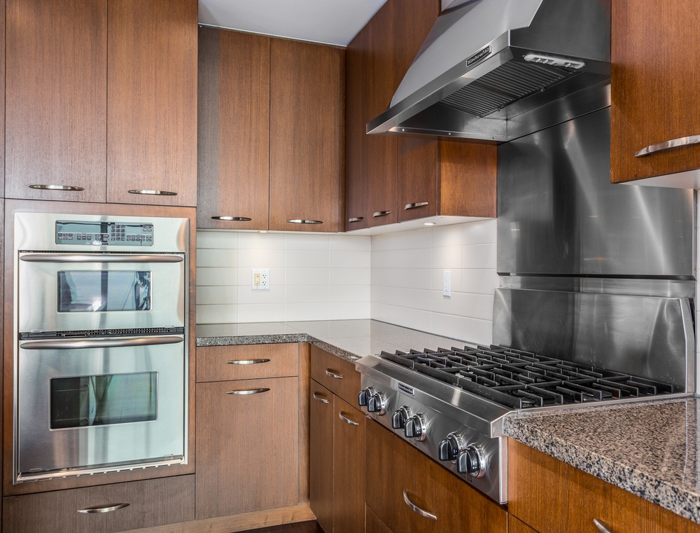 Listing Image of 1003- 3355 Cypress Pl