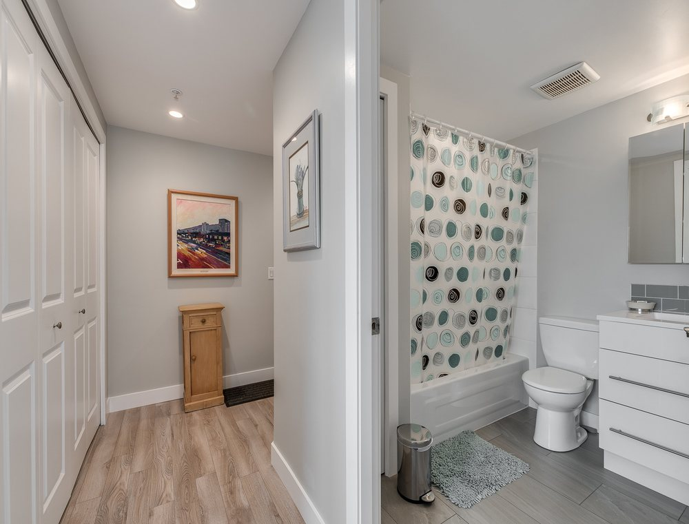 Listing Image of 1105 121 W15th St