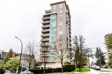 SOLD- 703 567 Lonsdale Ave