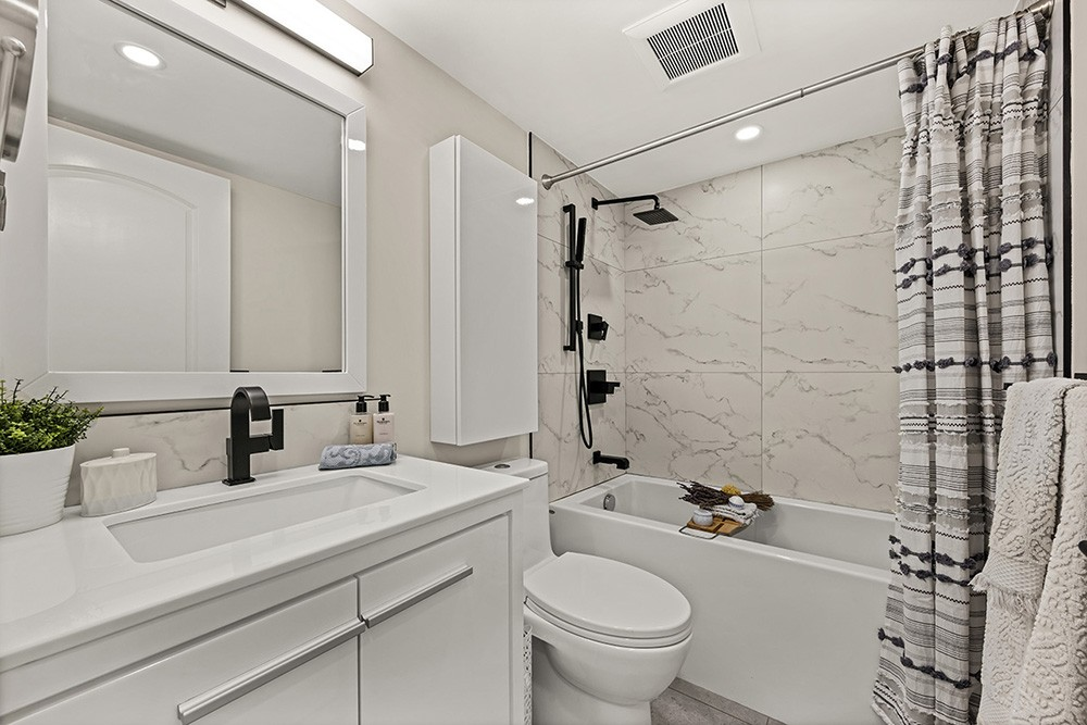 Listing Image of 207 1166 Melville St