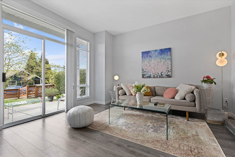 Listing Image of 332 6th St E