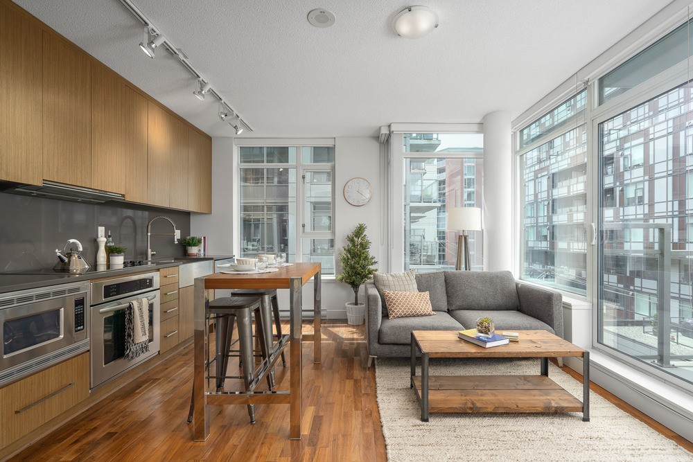 Listing Image of 716 250 E 6th Ave