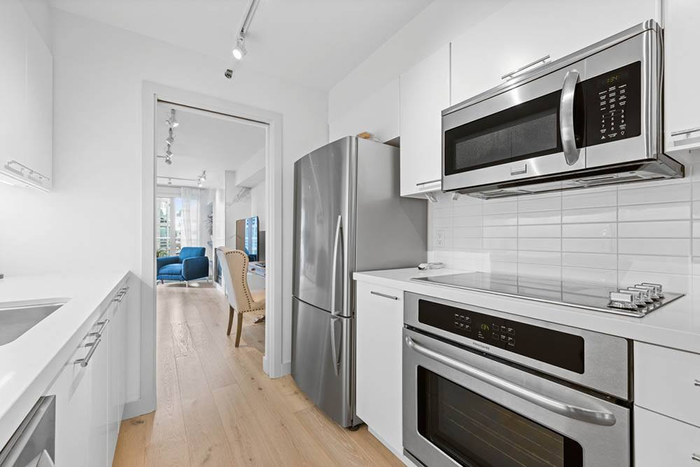Listing Image of 614 888 Beach Ave