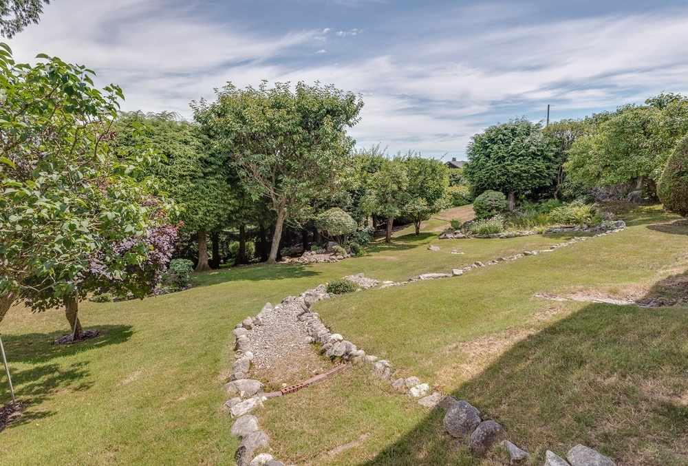 Listing Image of 493 Craigmohr Drive